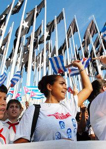 juventud-cubana-en-la-tribuna_roberto-suarez.jpg