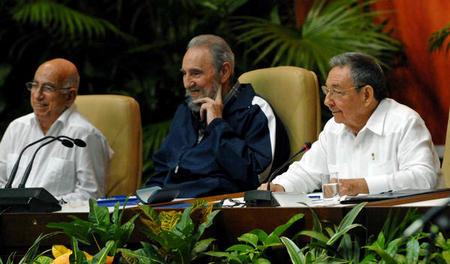 fidel-raul-y-machadov-en-la-clausura-del-vi-congreso-del-partido-comunista-de-cuba-foto-marcelino-vazquez-hernandez-ain-4.JPG